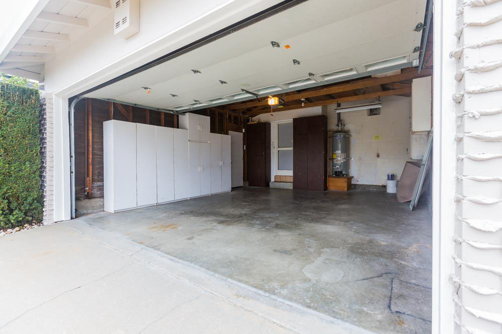 Large Home 3 Beds Oak Wood Flooring Open Living Space (2)