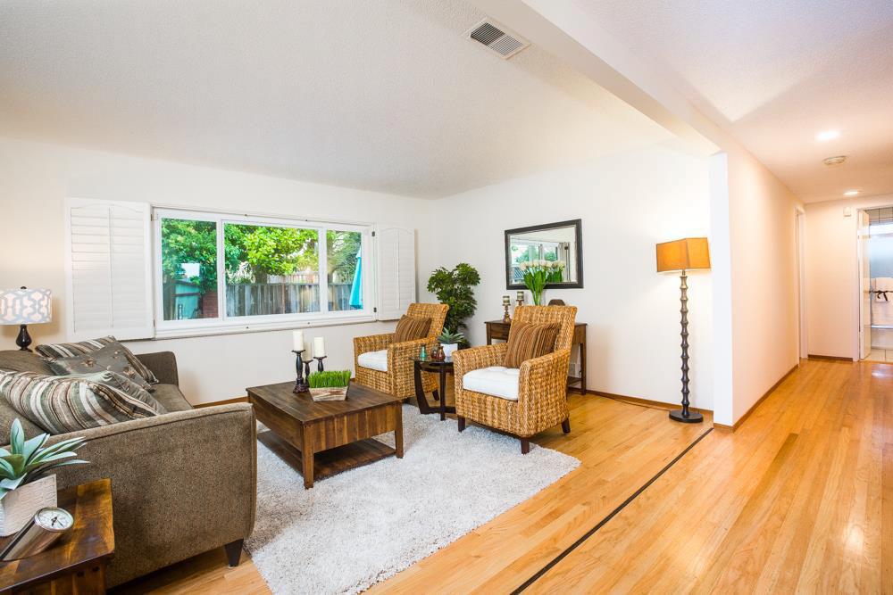 Real Estate Offices In Santa Cruz 3 Beds Oak Wood Flooring Home