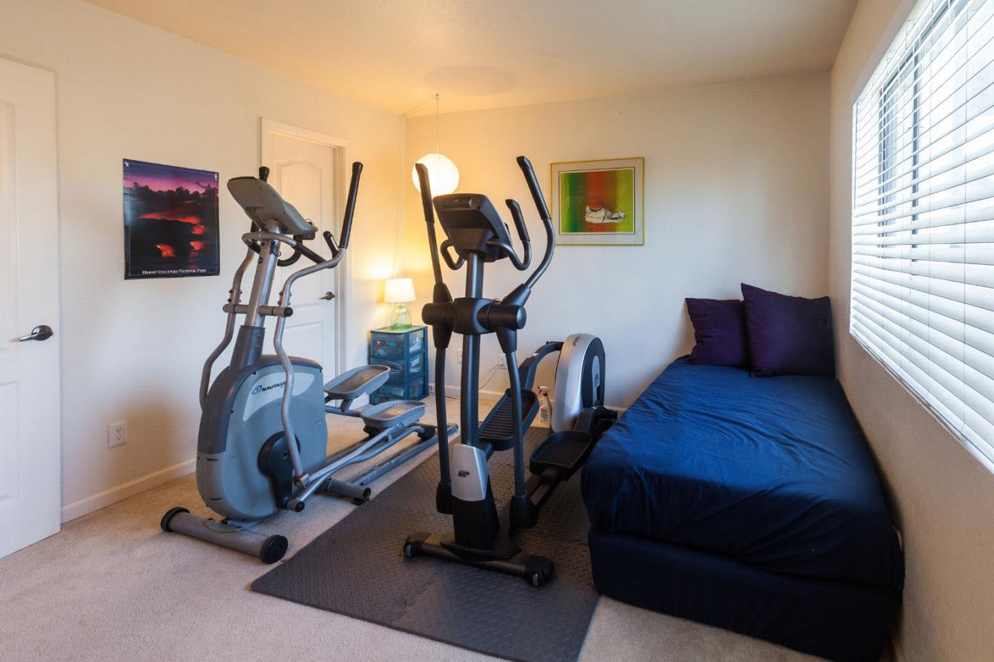 2-Story Condo In Westside Sunny Deck + In-Unit Laundry Room