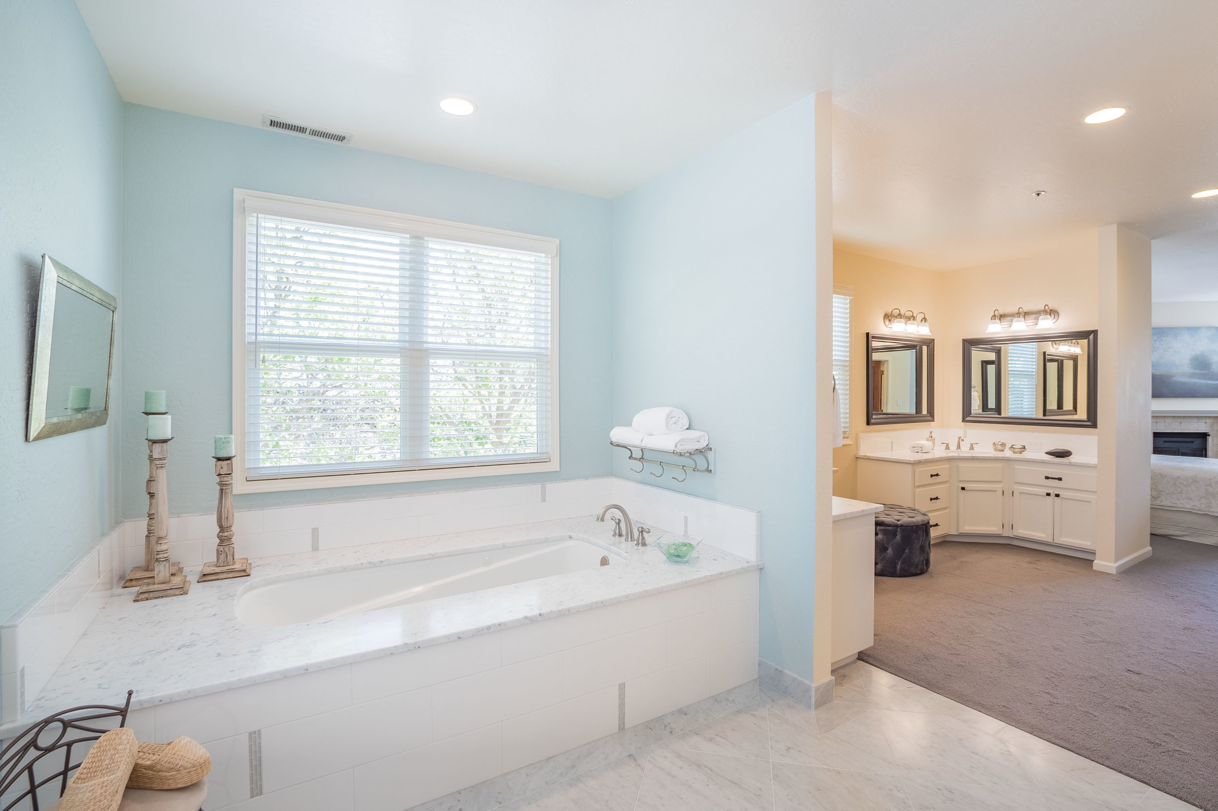 +3000 Sq. Ft. Remodeled Home Open Floor Plan In Westside Large G