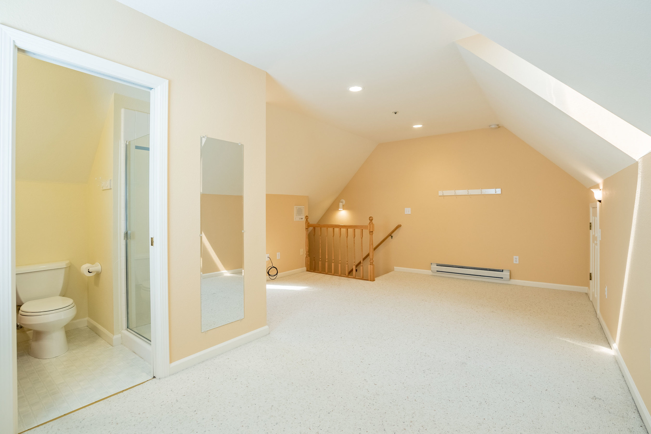 4 Beds Fully Remodeled Home Private Backyard In Westside.jpg