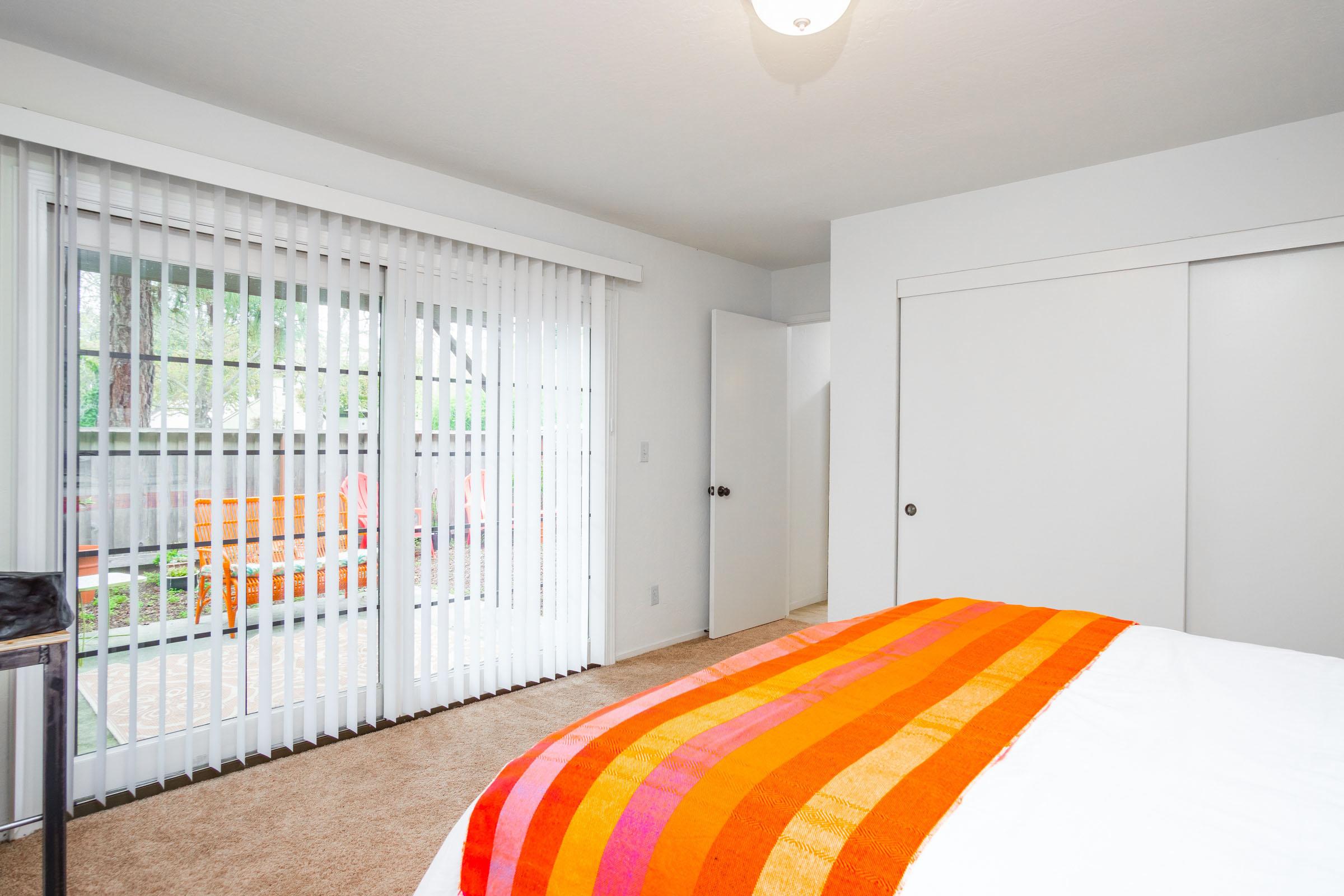 3 Beds Home Garage & Garden In Westside