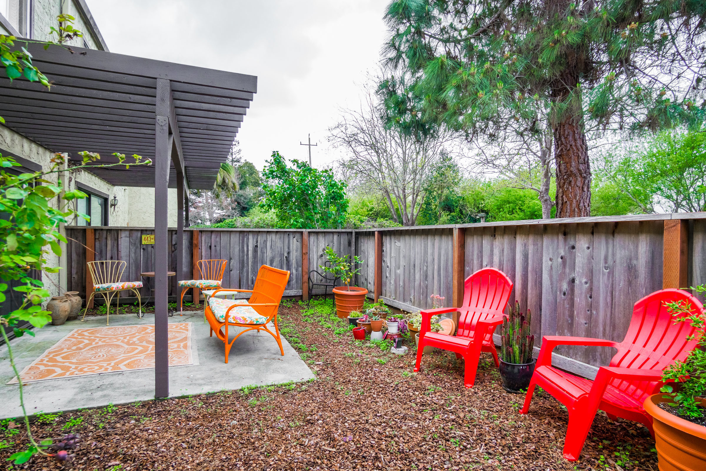 3 Beds & Laundry Room Condo In Westside
