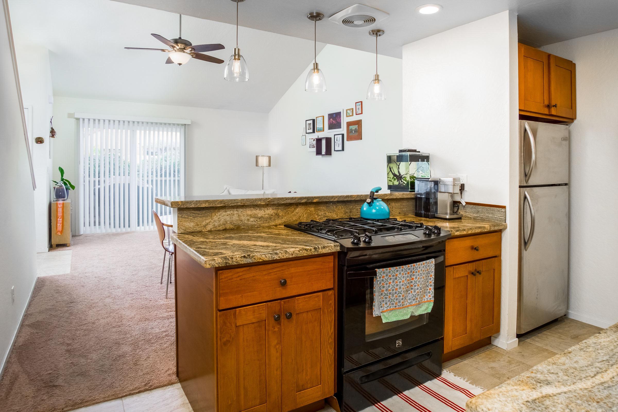 Large Home Detached Garage & Laundry Room In Westside