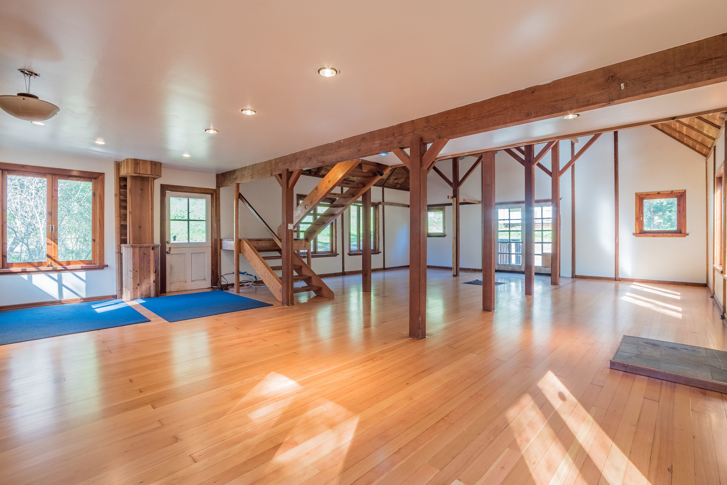 Finished Tri-Level Barn with Vaulted Ceilings and Loft
