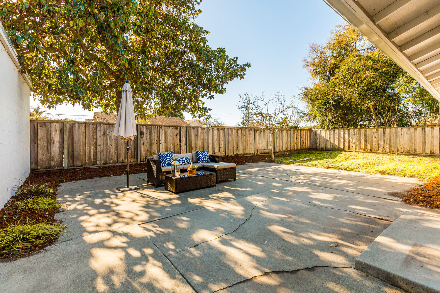 Spacious Backyard in Santa Cruz