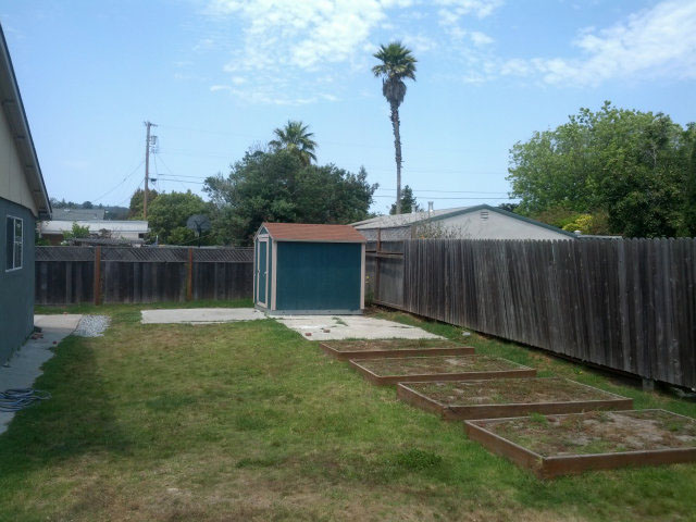 Home In Large Lot In Westside Upgraded Kitchen