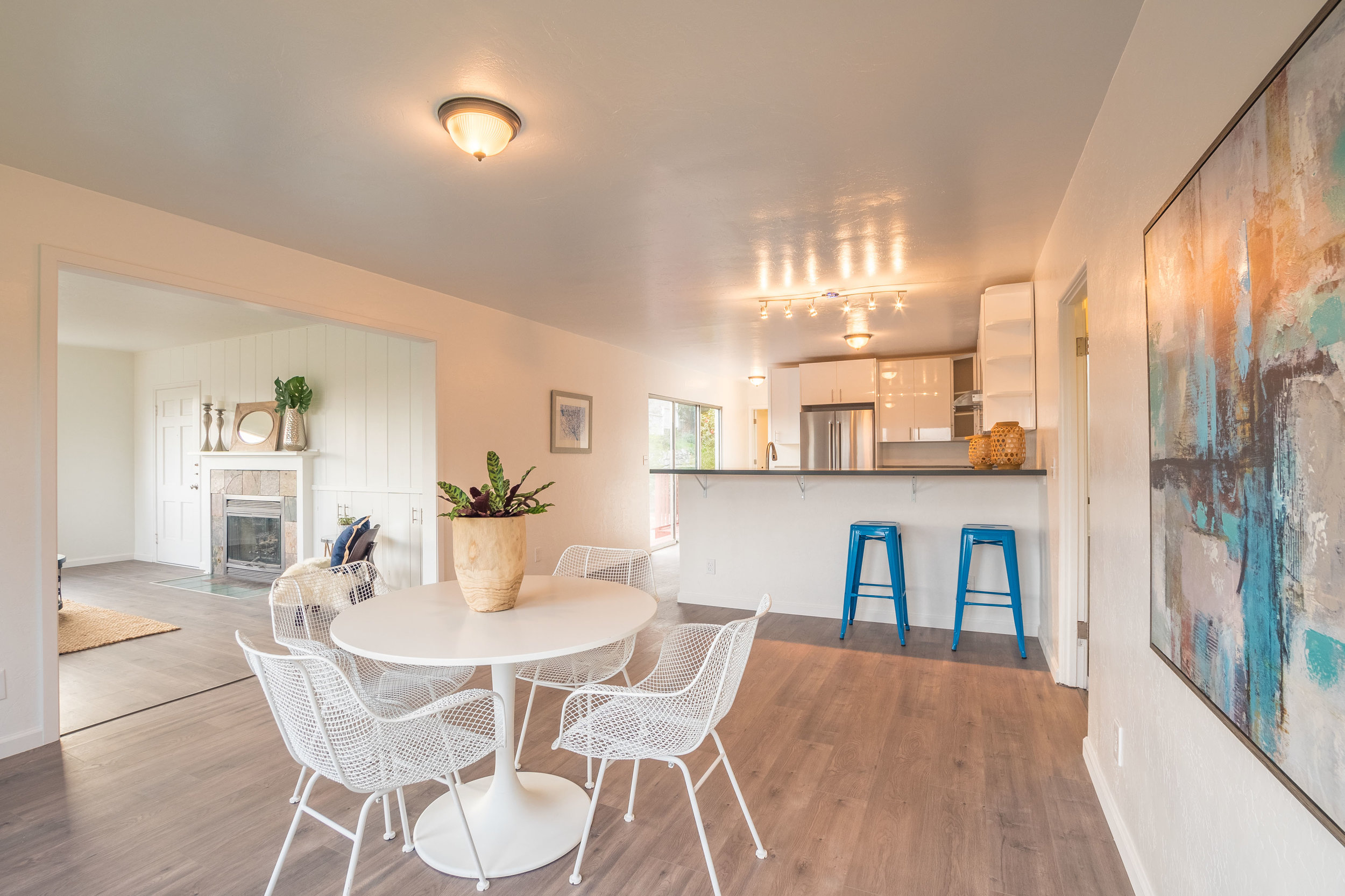 Remodeled Kitchen with Eat-In Dining Room