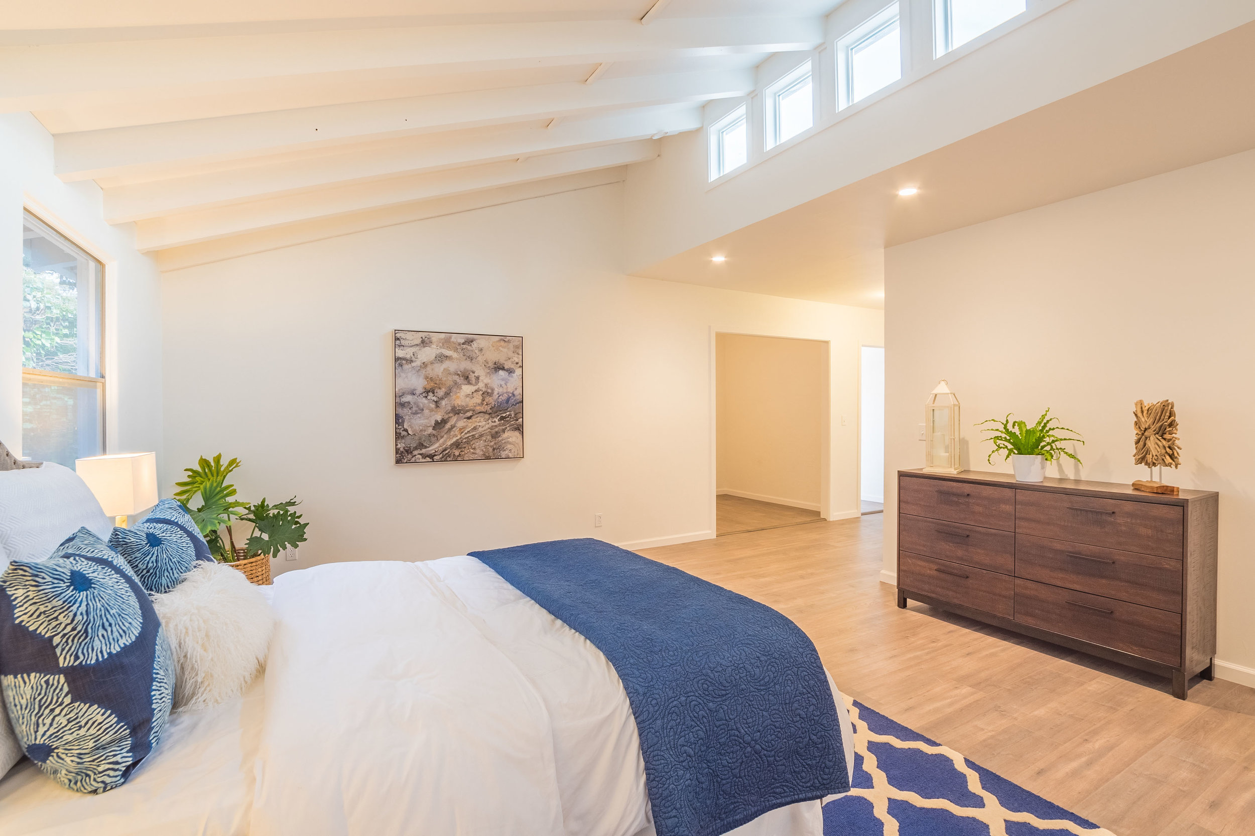 Vaulted Ceilings with Natural Light
