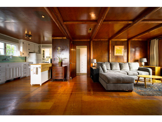 Log Cabin 1 Bedroom & 1 Bathroom Hardwood Floors Ocean Views