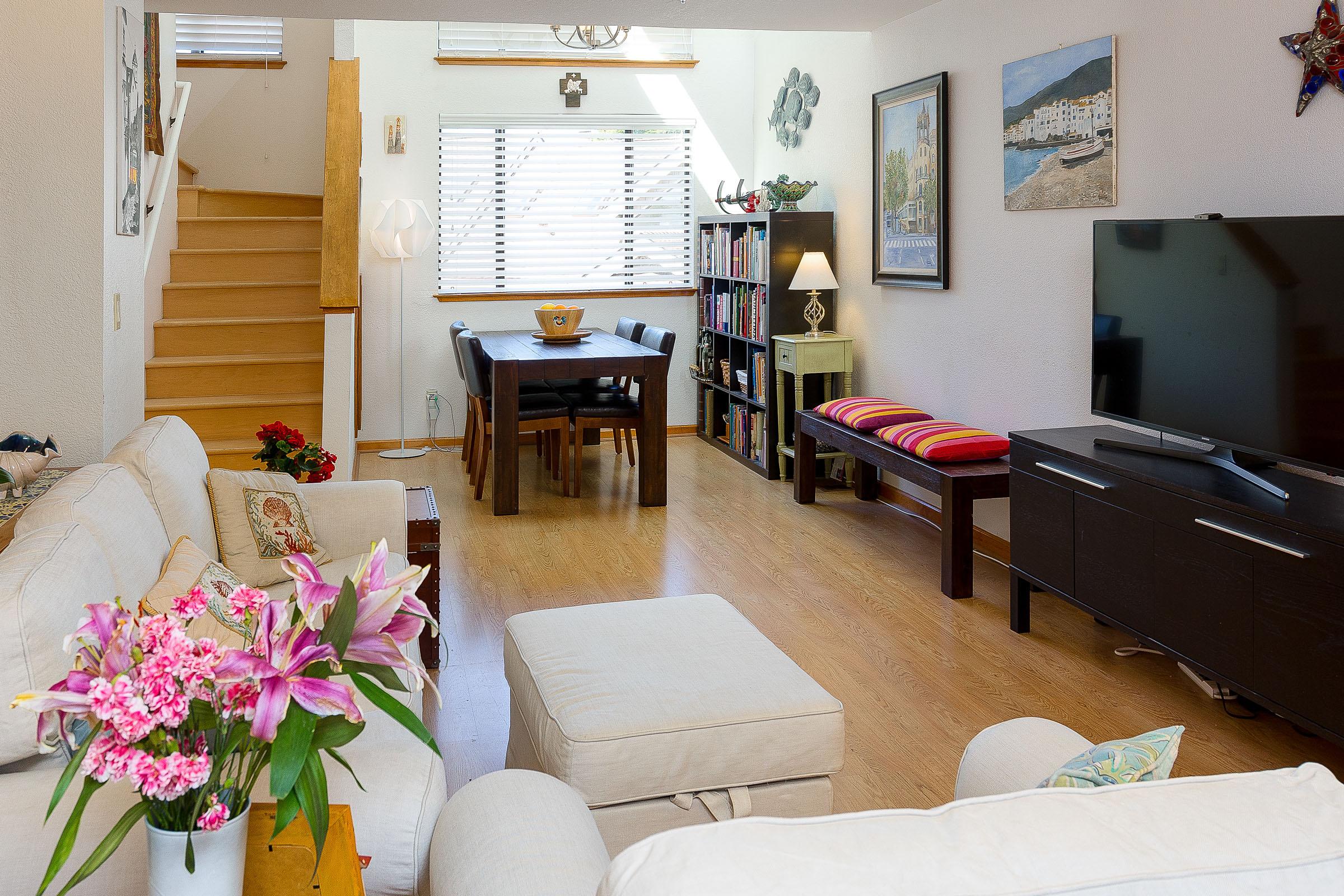 Large Home 2 Bedroom Chef's Kitchen & Detached Garage