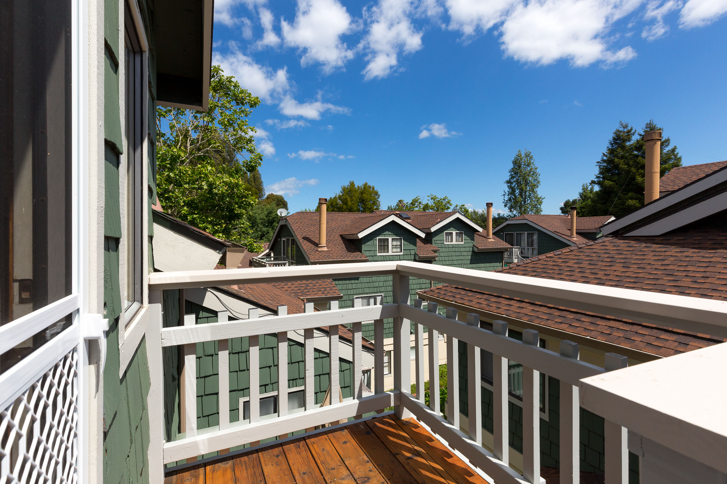 Sunny and bright 2 bedroom townhouse on the eastside of Santa Cruz. Remodeled kitchen, vaulted ceilings, hardwood floors, and in-unit washer and dryer.  Presented by Sam Bird-Robinson, Realtor.