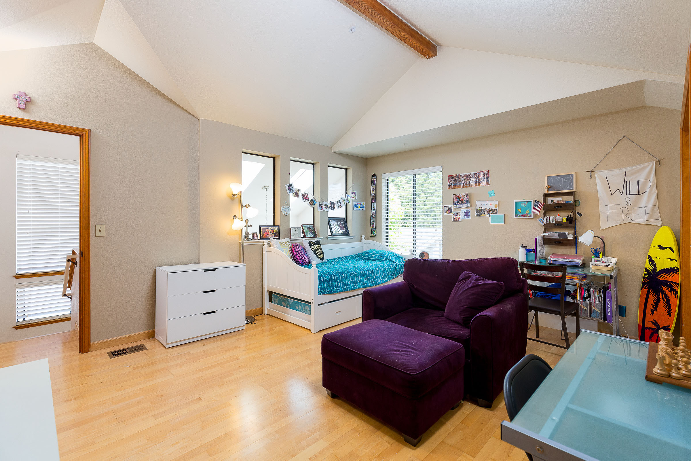 Vaulted Ceilings, Natural Light and Hardwood Floors in Updated S