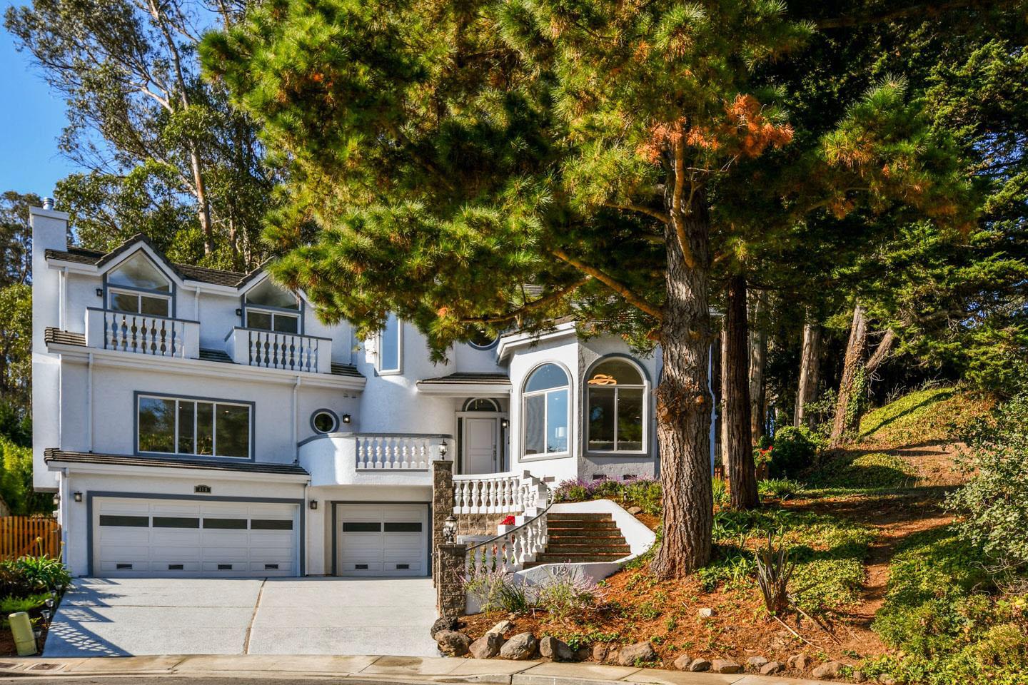**SOLD 119 Quarry Court, Santa Cruz $1,800,000  4 Bedroom, 3.5 Bathroom • 2,839 Sq. Ft.