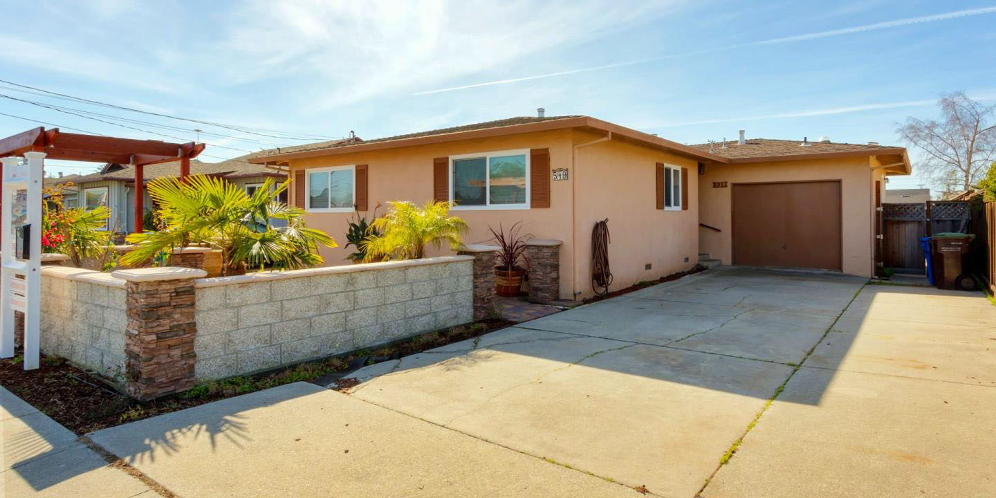 **SOLD 519 Bellevue St. Santa Cruz • $780,000  3 Bedroom, 2 Bathroom • 1,166 Sq. Ft.
