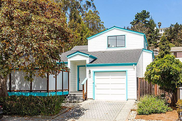 **SOLD 138 Grandview St. Santa Cruz • $700,000  3 Bedroom, 2 Bathroom • 1,621 Sq. Ft.