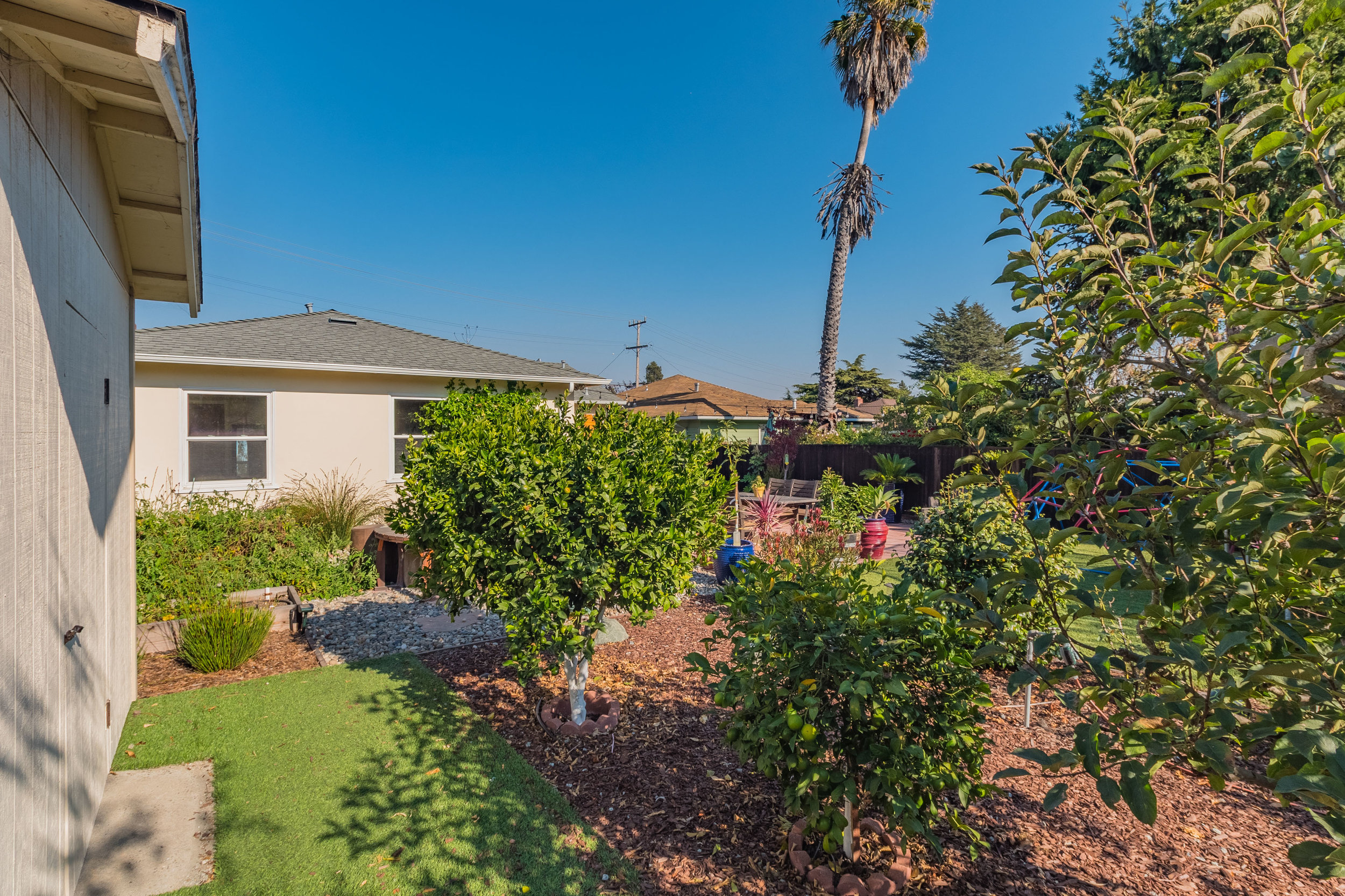 For sale in Santa Cruz - Turnkey home on the Westside.  Three bedrooms, two bathrooms and a huge backyard this home has it all!  Also located in the Westlake school district.