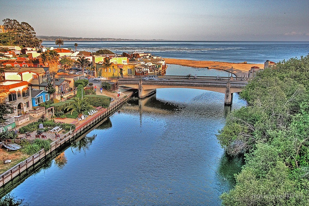 capitola village - One of the true highlights of the area is Capitola Village, which is a small seaside district that's mainly filled with shops and restaurants with a sprinkling of hotels, vacation rentals, and local residences. Unlike much of Capitola, the Village is an ideal place for a walk and there's great views from pretty much anywhere you find yourself. If you want to enjoy a good meal or live music while soaking in the great view, Zelda's On the Beach sits directly in front of the beach area.