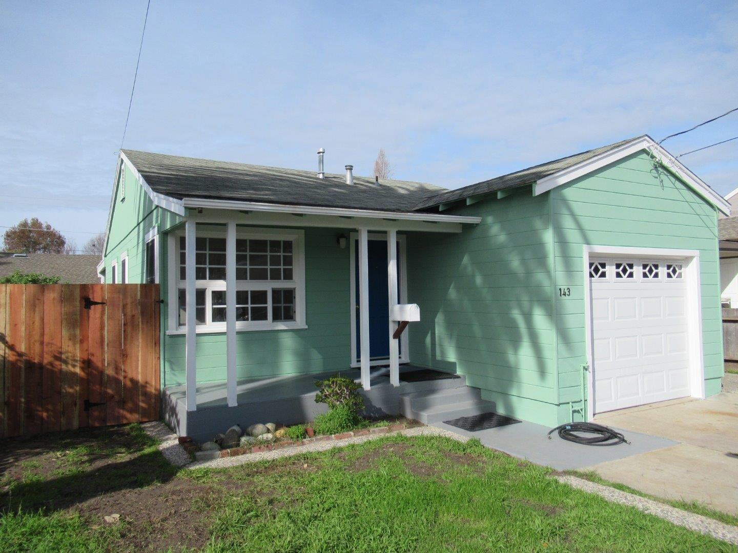 **SOLD 143 Dufour Street, Santa Cruz • $790,000  2 Bedroom, 1 Bathroom • 834 Sq. Ft.