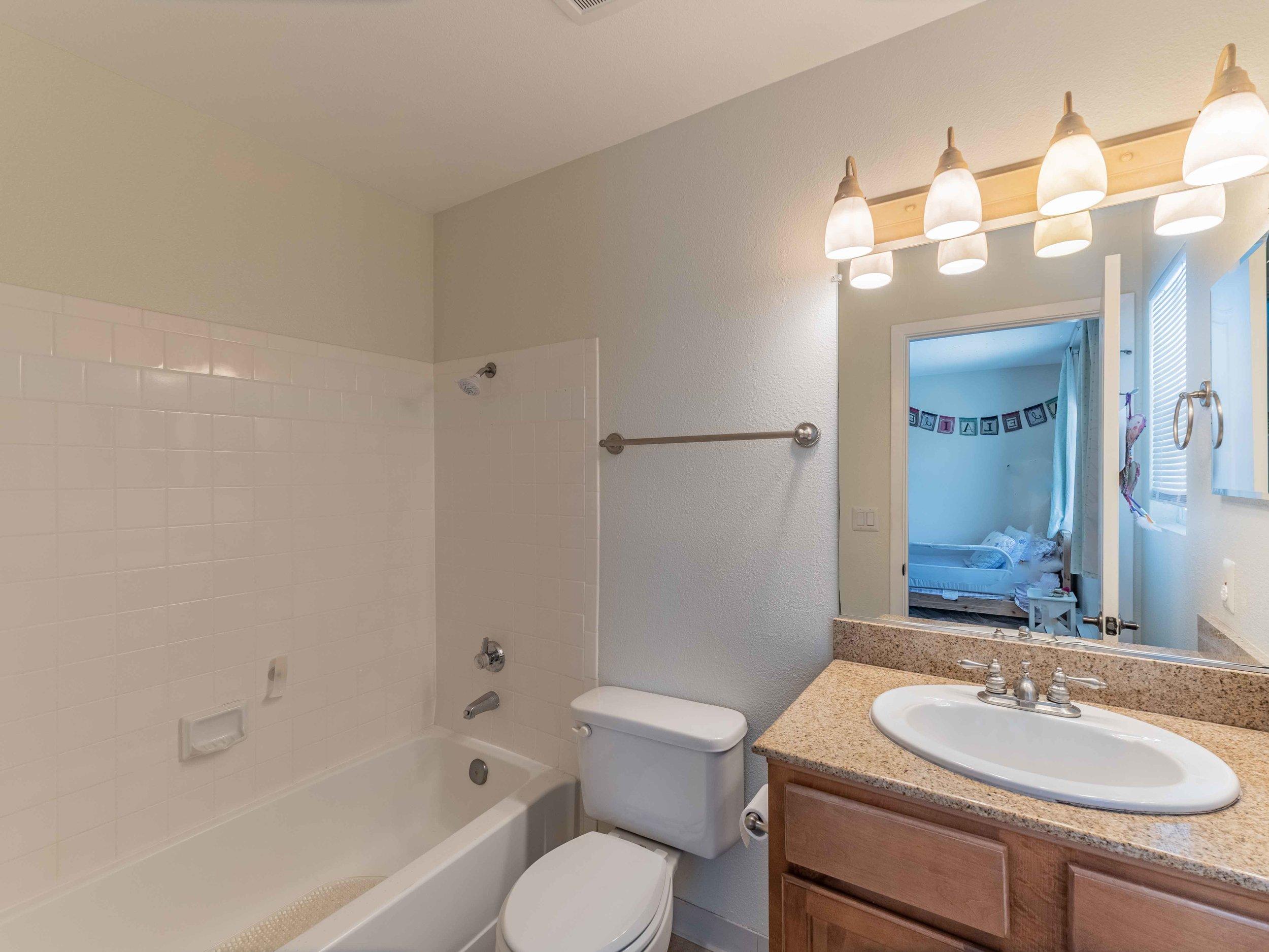 Bathroom with tub and shower Santa Cruz