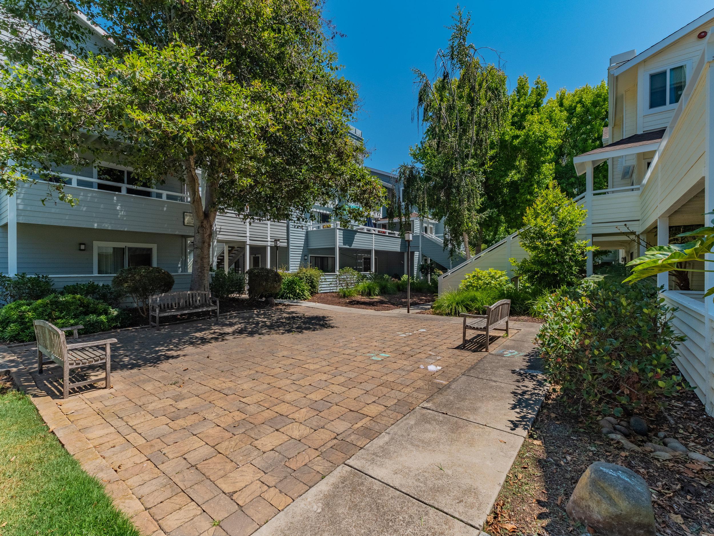 Courtyard nearby Santa Cruz condo-2.jpg