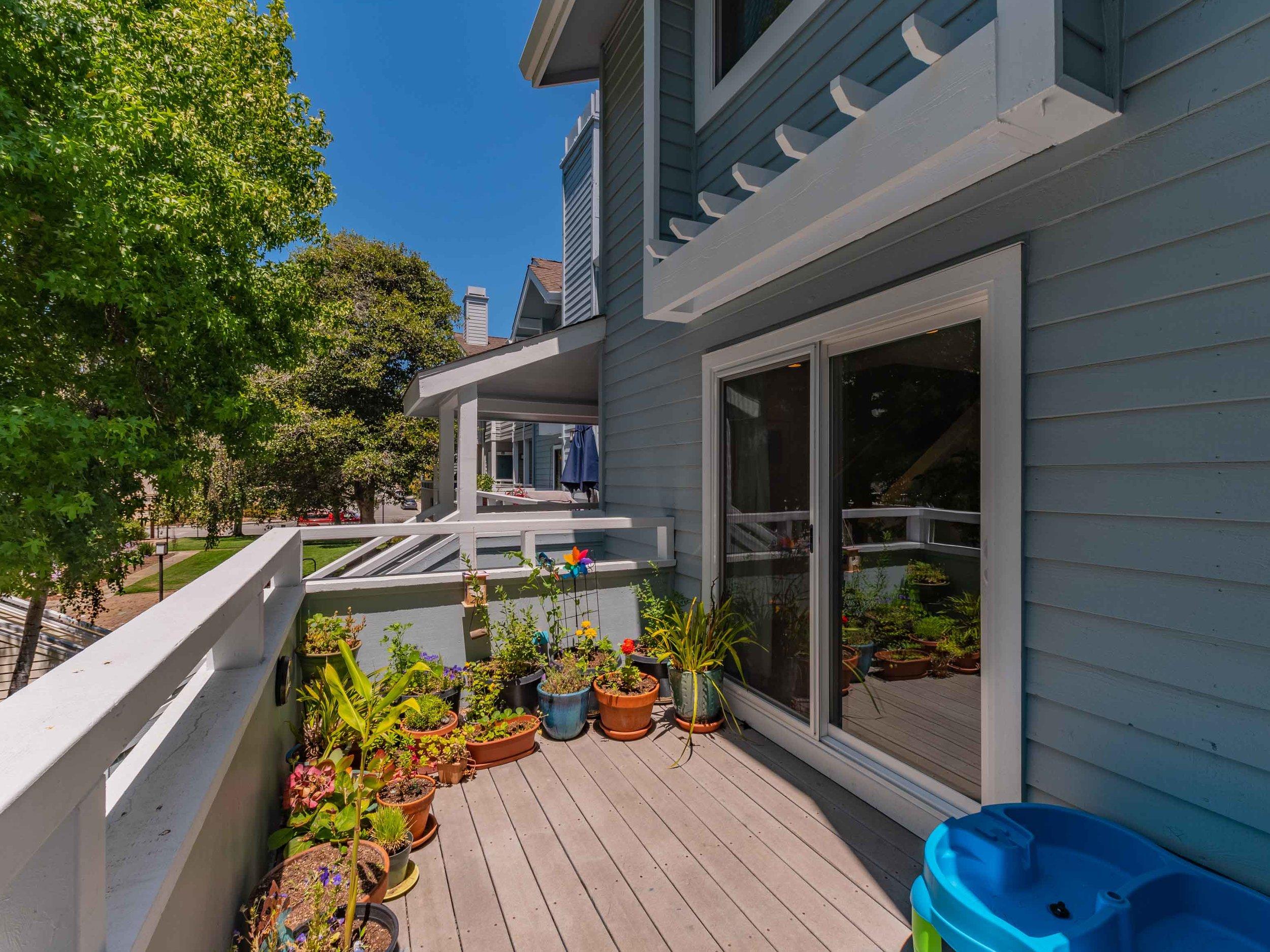 Sunny balcony Santa Cruz