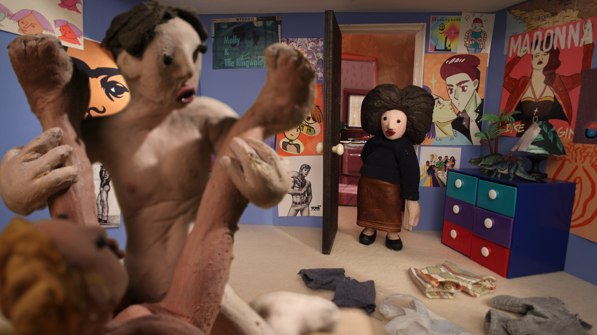 """Hi, It's Your Mother    Director: Daniel Sterlin-Altman // USA    Mum's calling, and Lisa isn't pleased. """"Hi, It's Your Mother"""" is a shocking tragi-comedic stop motion short about family ties and blood."""