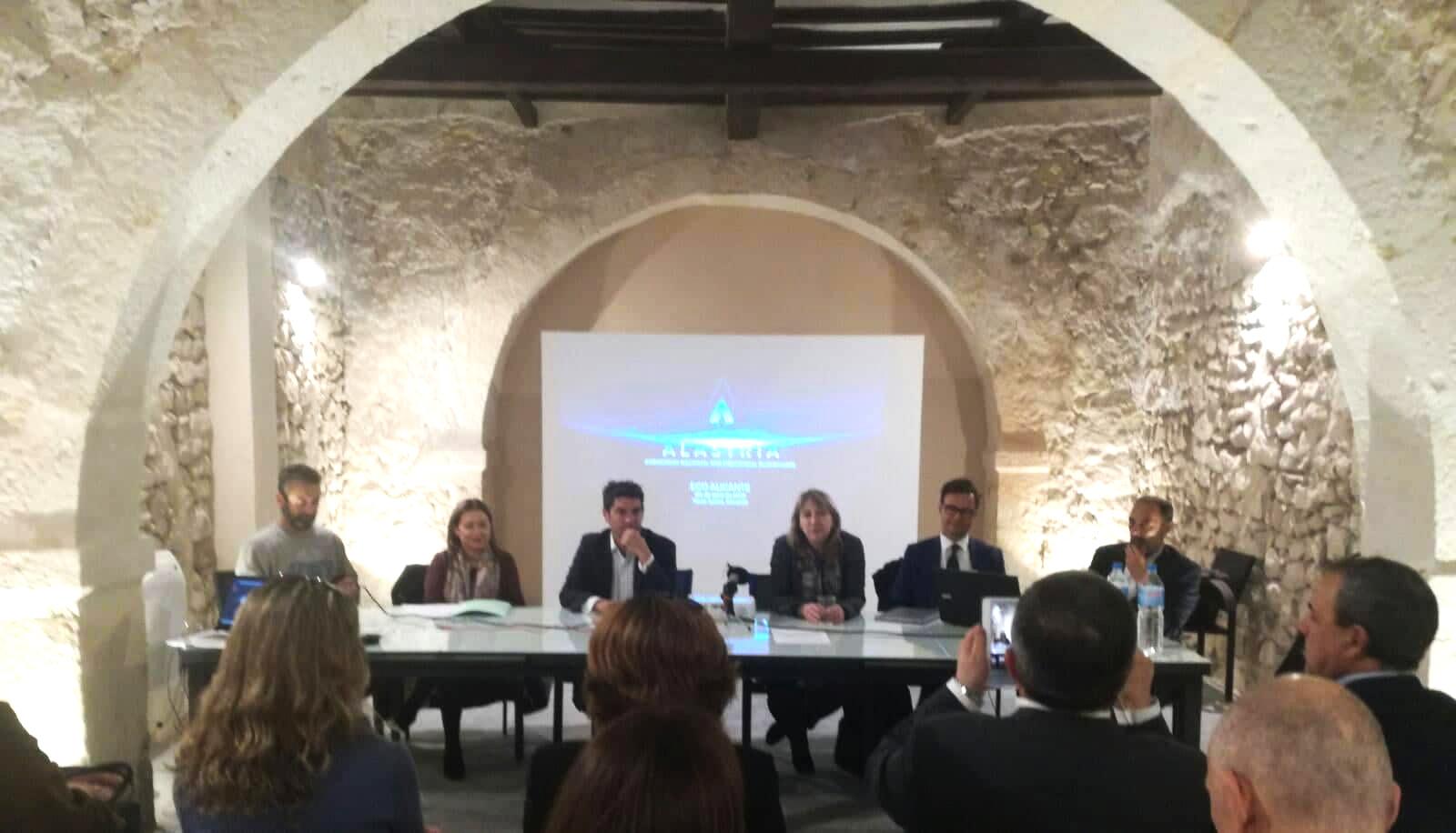 El presidente de FIFED (segundo por la dcha.), coordinador del ECO de Alicante, en Torre Juana Open Space Technology, junto a otros miembros de Alastria.
