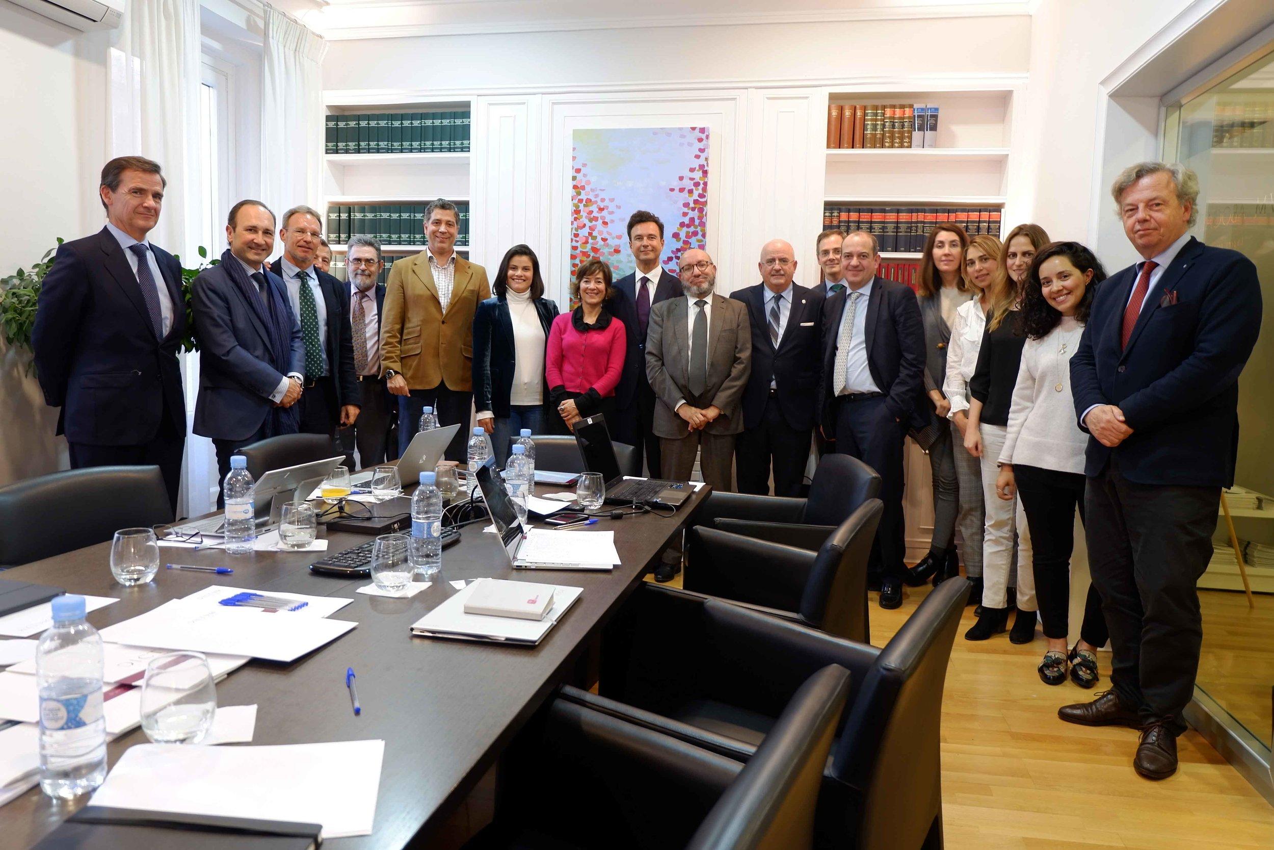 Foto de familia de los ponentes y asistentes al taller, celebrado el pasado 24 de abril.