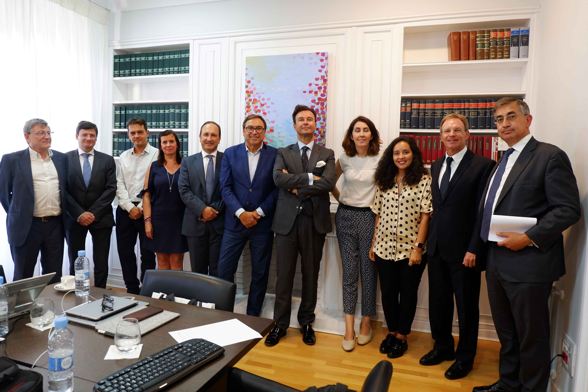 El invitado, en el centro, junto al presidente y otros consejeros de la fundación.