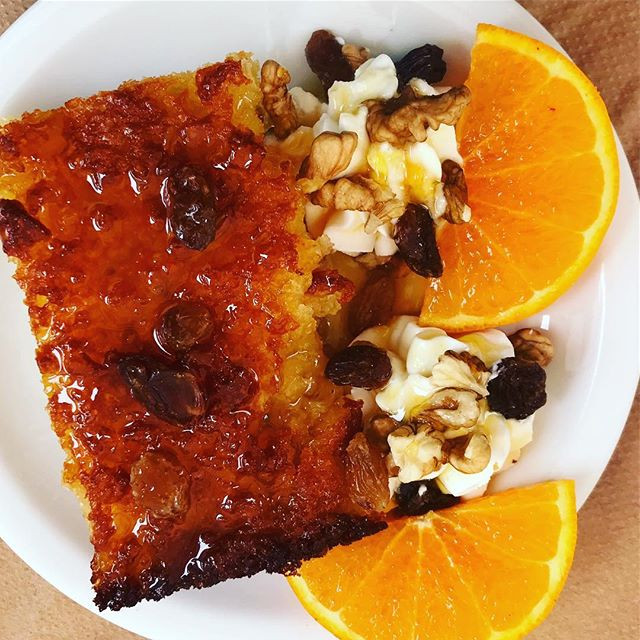 Heaven on a plate - Honey, almond, raisin and orange cake  Seriously moist - funny trying to explain to non English speakers what moist means! 😂 .. .. ..Still sticking to eating zero sugar (I say eating because I do like a cheeky drink from time to time) #nosugarcake #orangecake #greekfood #bookyogaretreats #pocyogi #40plusandfabulous