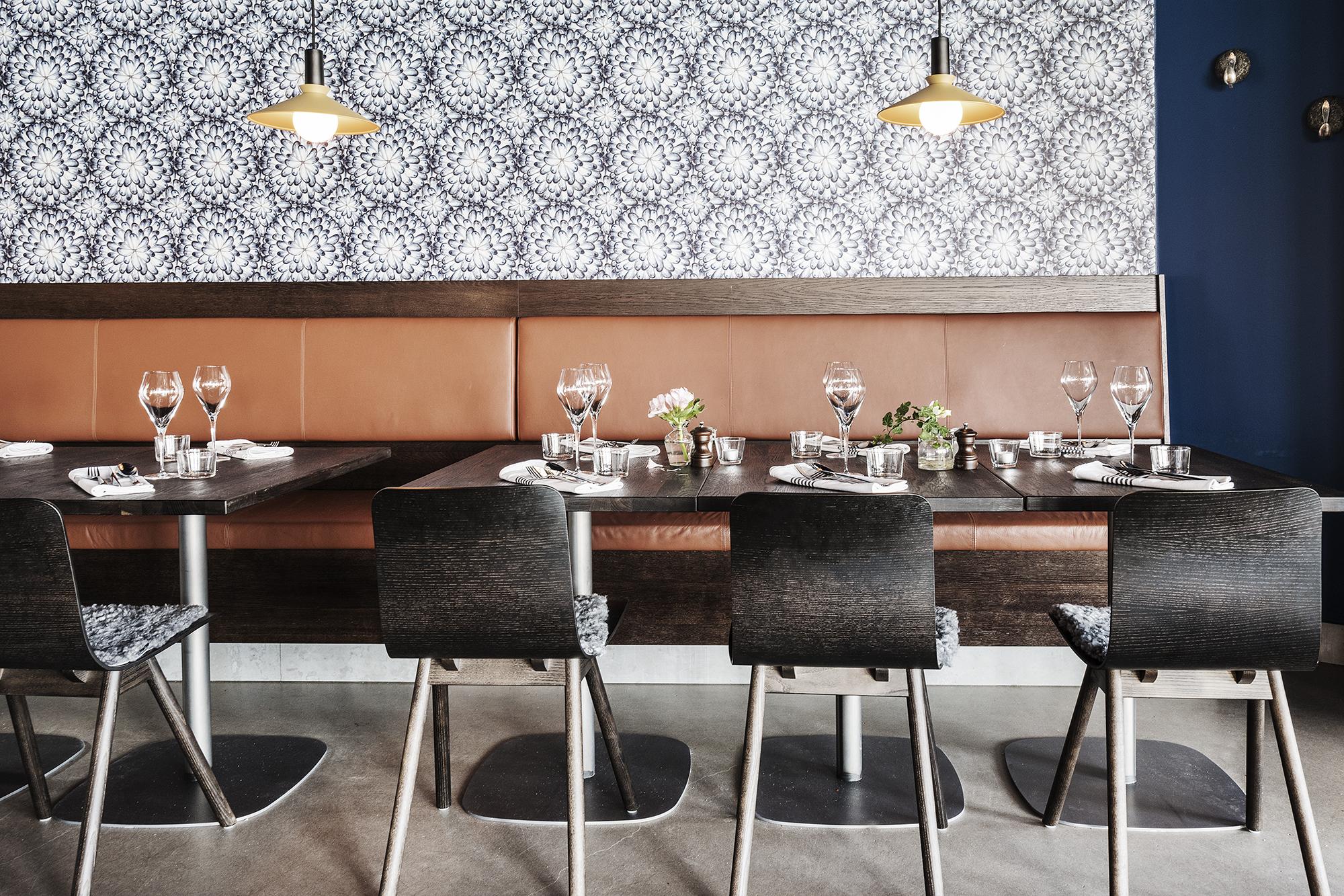ÄT OCH NJUT! - Musselbaren öppnade våren 2017. Den ligger strategiskt på kajen vid Smögens hamninlopp, en råvarurestaurang med havets frukter på menyn och särskilt fokus på den bohuslänska blåmusslan.