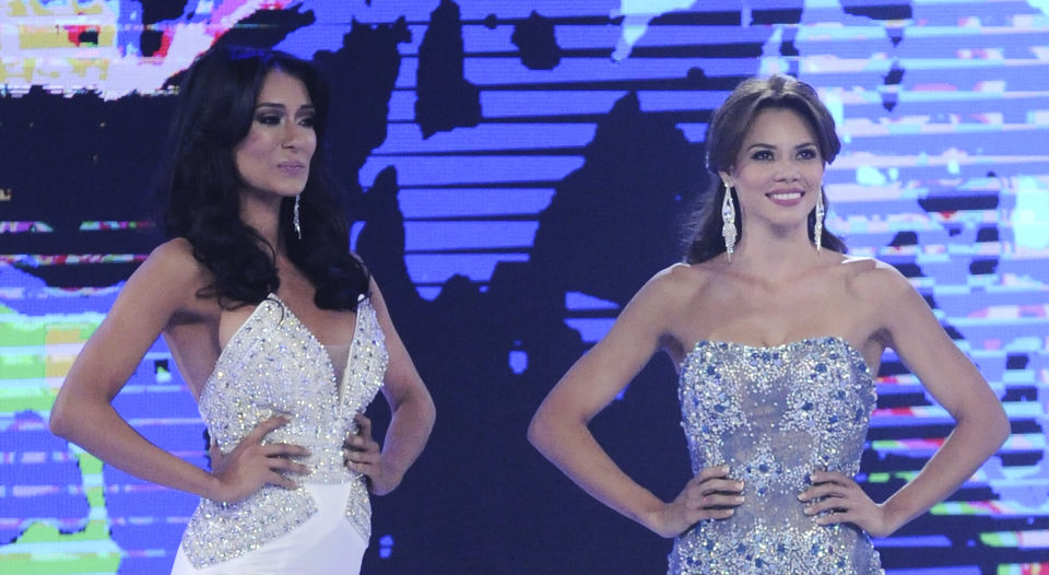 Correa (left) with Carolina Rodriguez, the eventual winner of Miss Costa Rica 2016