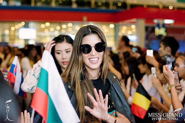 Peru waving to the fans