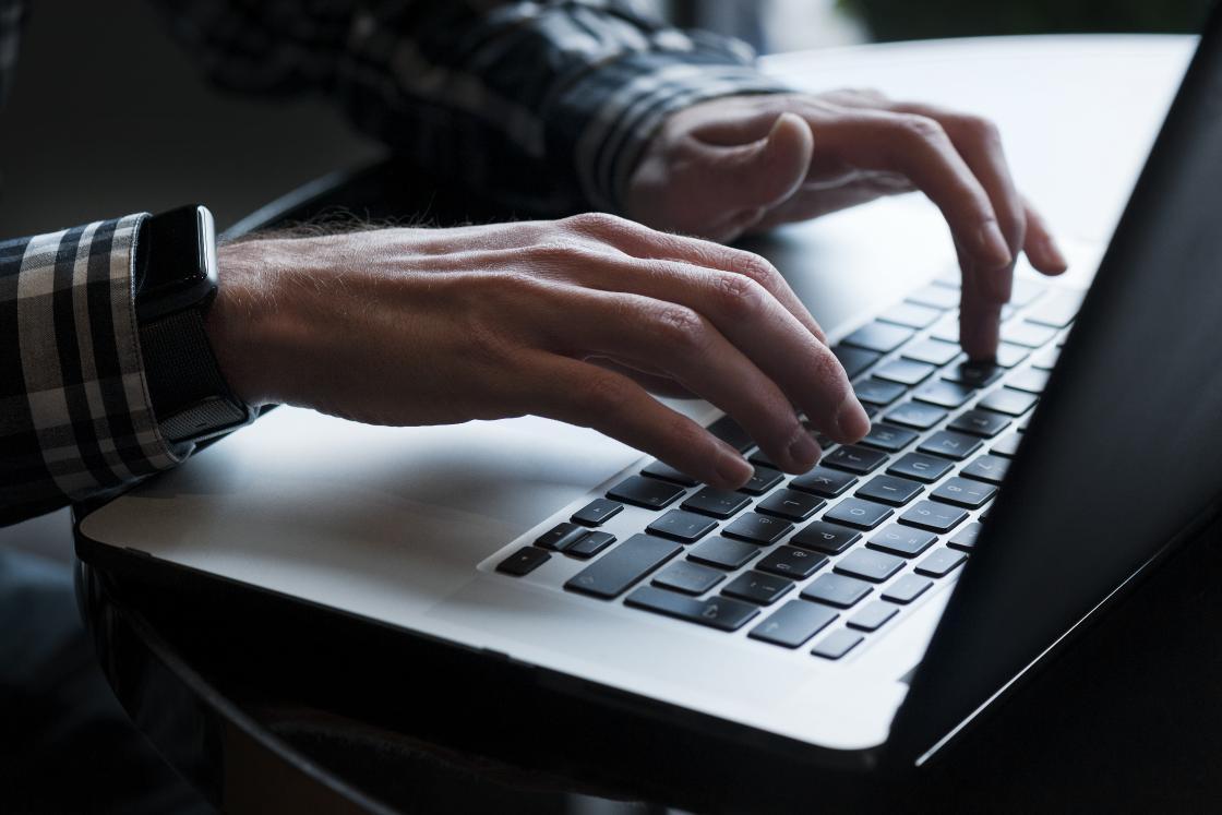Eine elektronische Identität soll künftig das Log-in bei Online-Diensten vereinfachen. (Bild: Dominic Steinmann / NZZ)