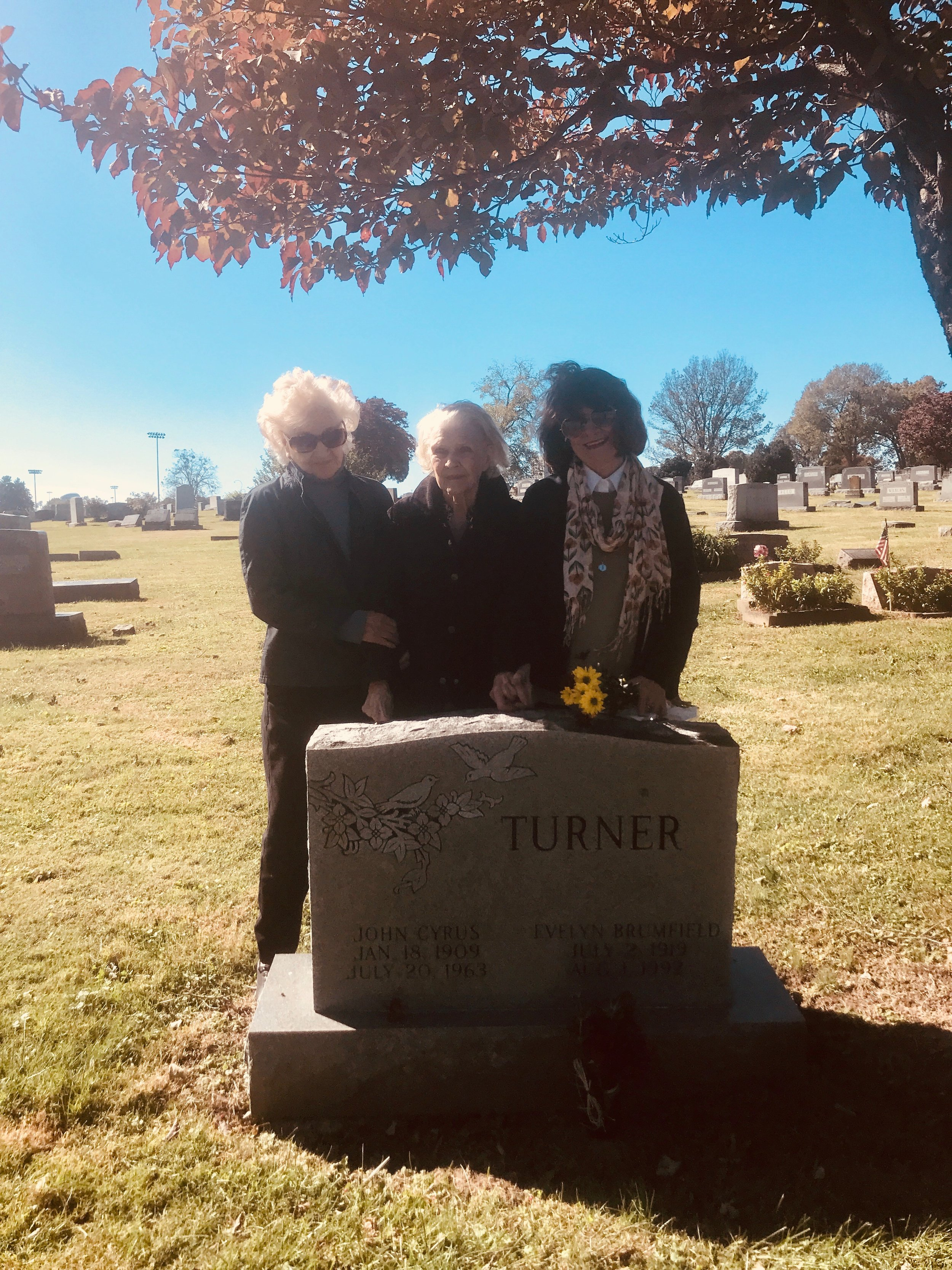 My great aunt Naomi, my grandmother Gladys, my mother Angela, at the grave of my great aunt Evelyn and her husband JC