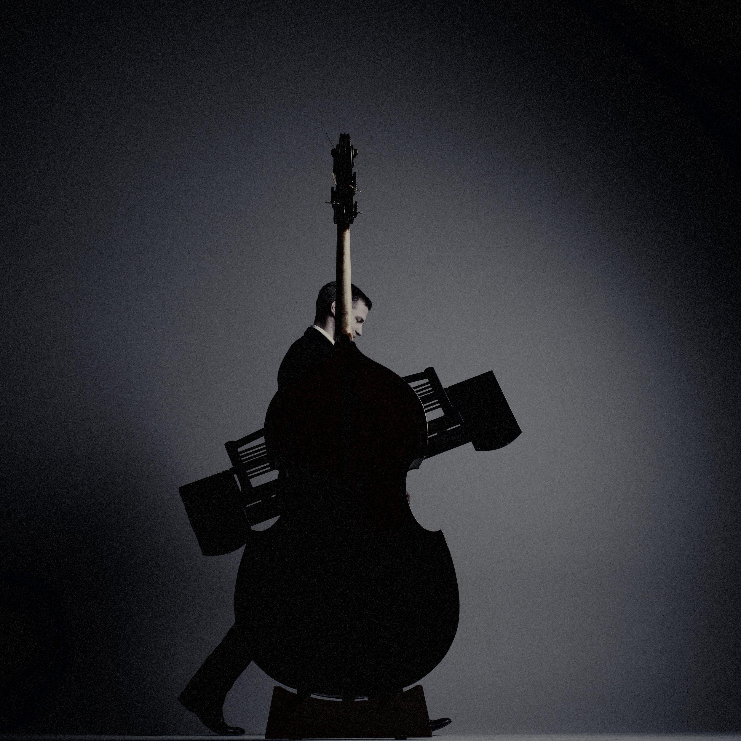 Zahlreiche Preise - Neben zahlreichen Preisen, Studienerfolgen und ähnlichem wird schnell klar: Hier haben wir es mit mehr als einem reinen Klavierspieler zu tun. Vielseitigkeit, ein Interesse weit über Musikalisches hinaus, Lebenslust in und neben der Musik zeichnen diesen Menschen aus. Zunächst ist da der leidenschaftliche Pädagoge zu nennen. Schon während des Studiums begann Andreas Hering im Rahmen zweier Lehraufträge zu unterrichten, in Rostock und in Weimar - seit 2015 hat er einen Lehrauftrag an der Hochschule für Musik Felix Mendelssohn-Bartholdy Leipzig inne.