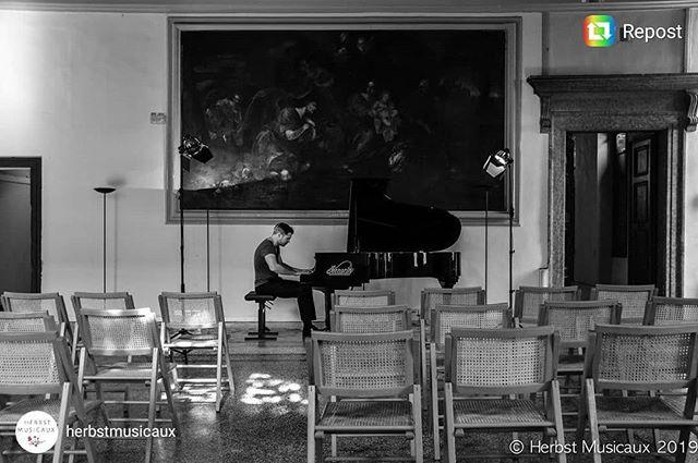 🎹 in #Verona few days ago... . . #bellaitalia #pianorecital #pianist #classicalmusic #pianoandpizza #pastaconbrio #claraschumann #lagodigarda