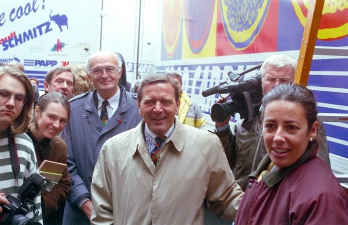 1996 presentación con el alcalde de Hanover y Schroeder Kopie.jpg