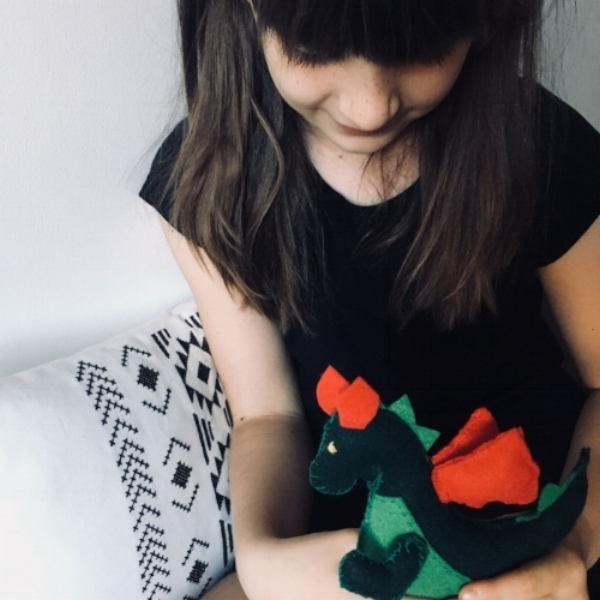 loveuncluttered.com A DIY Felt Pocket Dragon