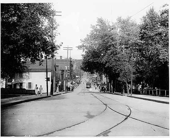 Similar vantage point to the previous photo. This shows the streetcar tracks and the Brunswick Building. Photo courtesy of the Stillwater Public Library, John Runk Collection.