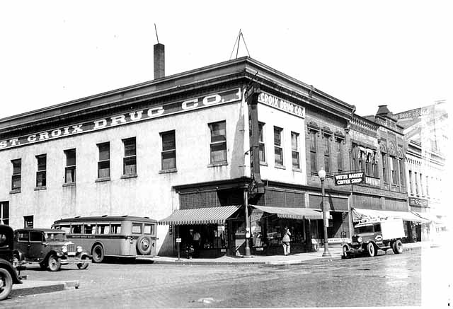 View Northwest on Main & Chestnut Streets, ca.1925. Note that there are no traffic control signals on this busy intersection. This photo is from the John Runk Collection, courtesy of the Stillwater Public Library.
