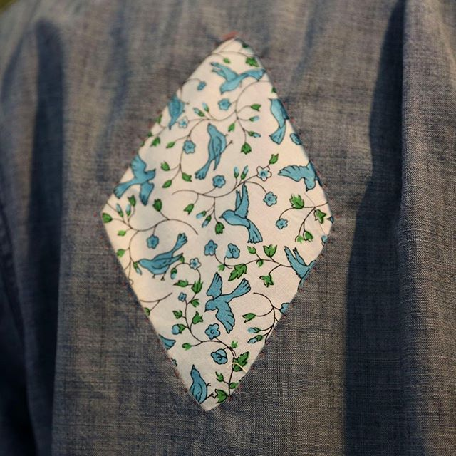 A break in the clouds. ⠀ ⠀ @lenkaclaytonstudio @joannamartine #contemporaryart #documentary #fragment #patchwork #joannawright #lenkaclayton #collaboration #tumblingblock #2iq #repair #quilt #paperpiecing #quiltmaking #handstitching #handmade #maker #fabric