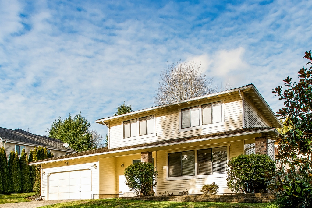 $670,000 - 17320 NE 17th Place Bellevue, WA 98008