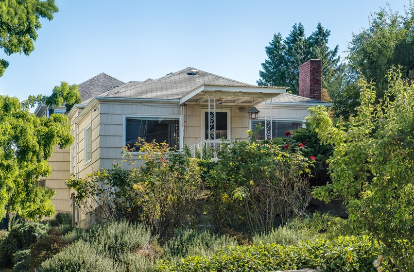 $475,000 - 2429 W Boston St Seattle, WA 98199