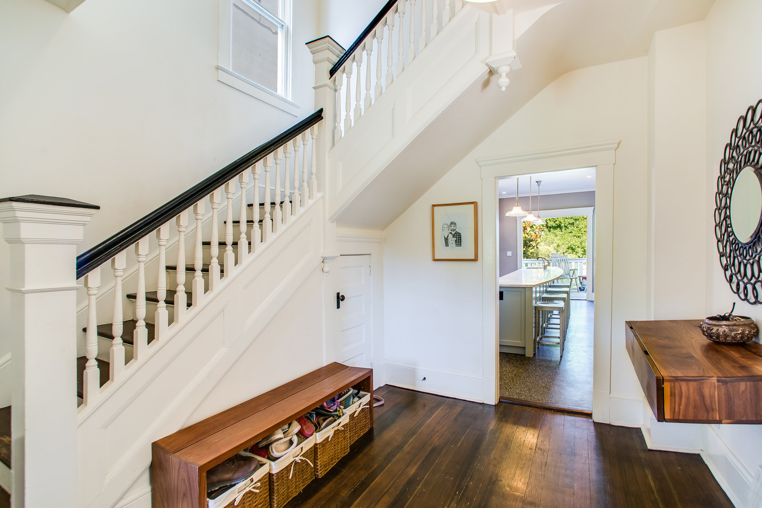 Set a good impression with buyers - Don't start out with lousy looking photos of a mess