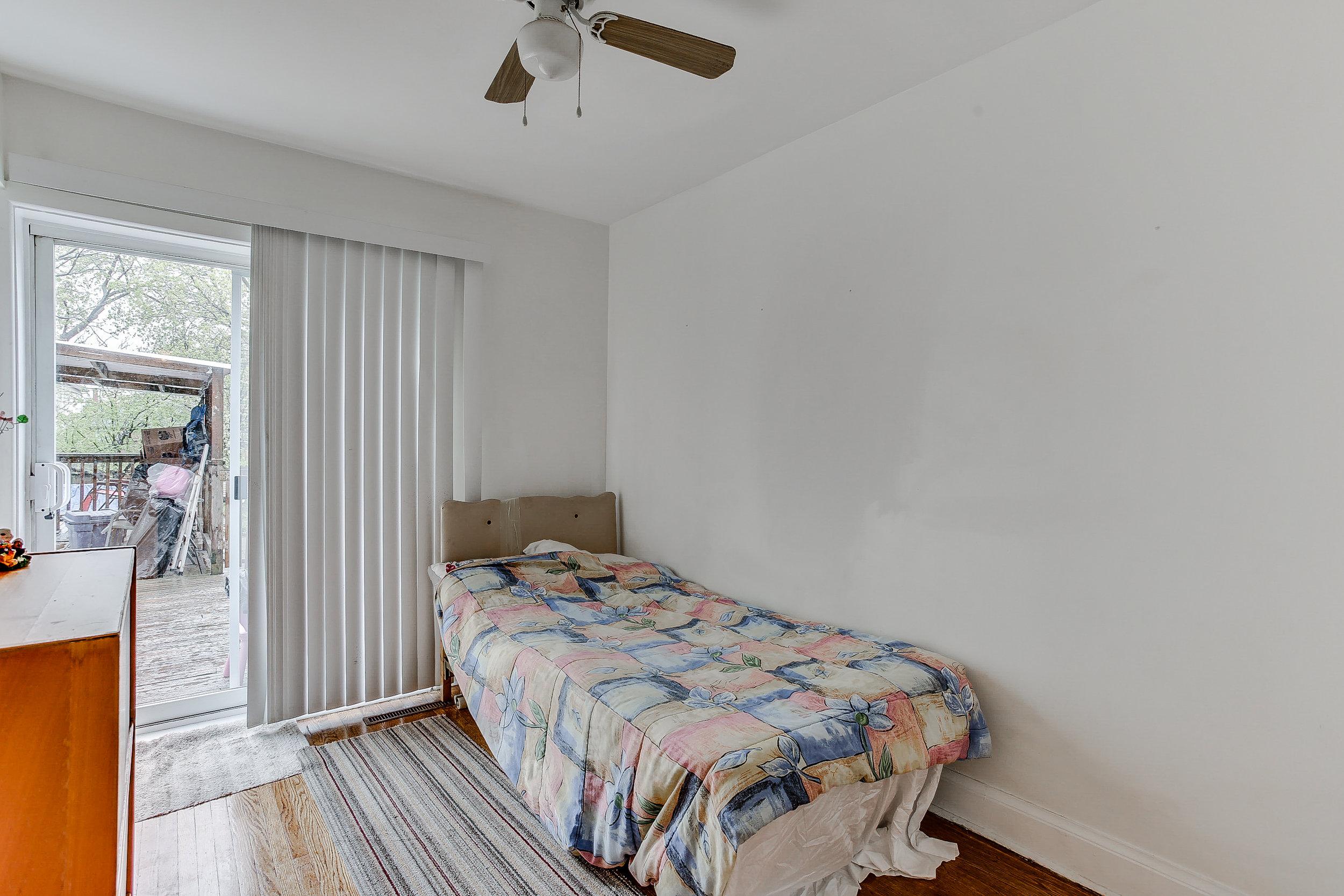 24_3rdbedroom1.jpg