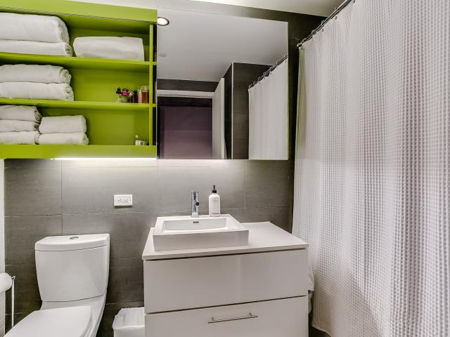 30_1stbathroom11.jpg