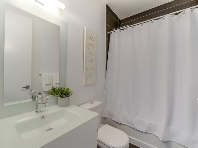 22_bathroom1.jpg