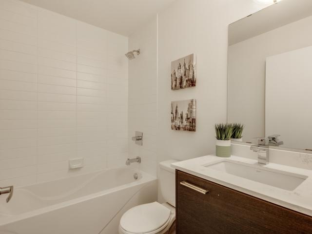 21_1stbathroom11.jpg